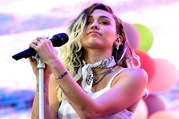 Miley Cyrus 'got chased down by UFO'